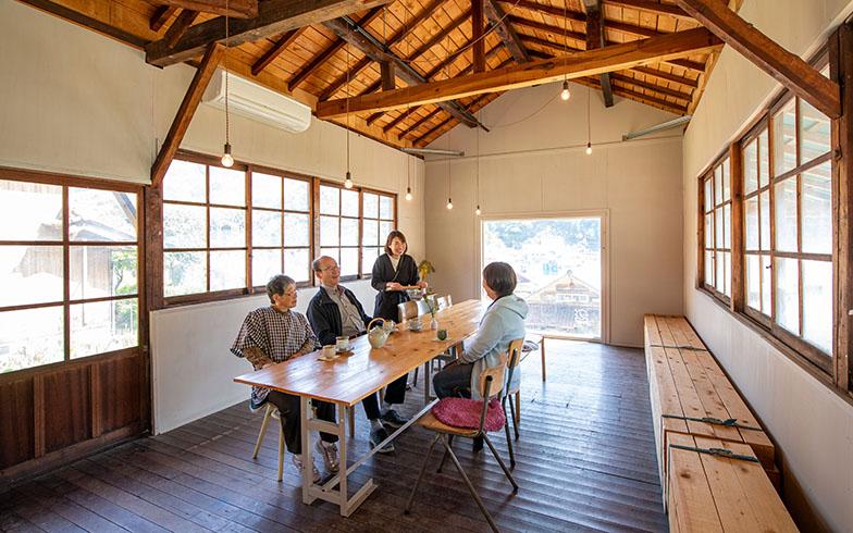 カフェやイベントスペースとしても利用できるフロント「一揖」。かつての部品工場時代を知っていて「なつかしい!」という人も(写真撮影/福角智江)