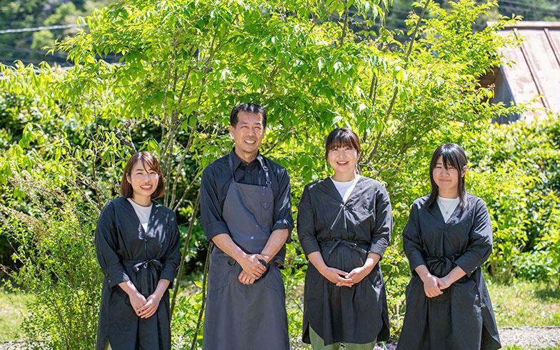 日貫一日で働くスタッフのみなさん(左から2番目が徳田さん)。みんなそれぞれの縁で、このプロジェクトに関わっている(写真撮影/福角智江)