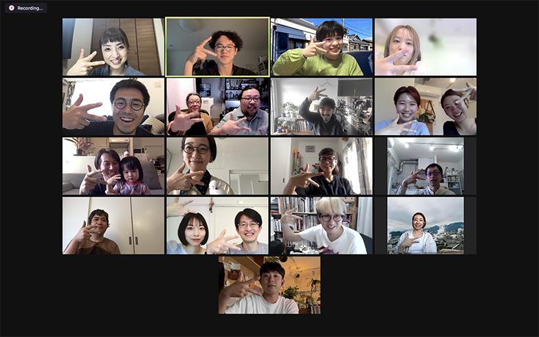ワークショップに参加した住民のみなさん。同じ建物内にいるのにオンラインミーティング。今どき!(写真提供/高円寺アパートメント)