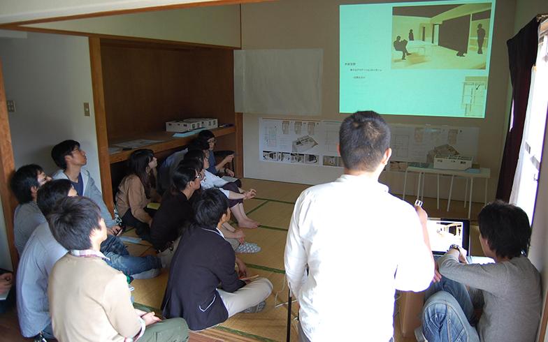 101号室で行われた設計検討の様子(2012年当時)(写真提供/熊本大学大学院先端科学研究部 教授 田中智之さん)