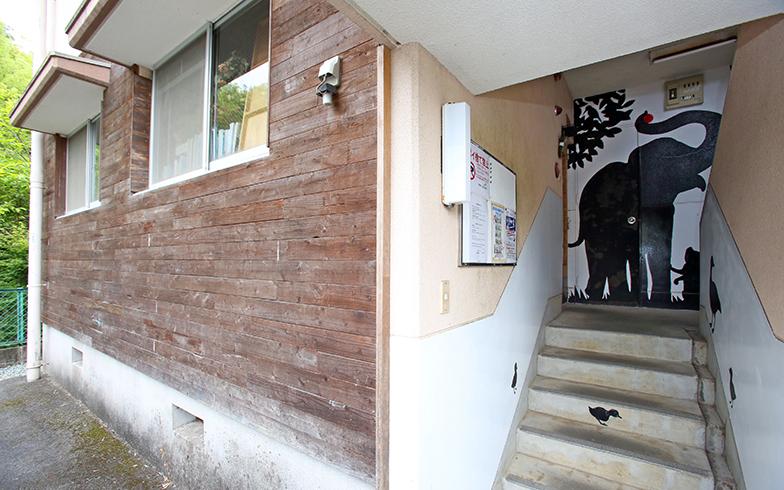 外壁。アトリエの内装と統一されたトーンに(写真撮影/野田幸一)