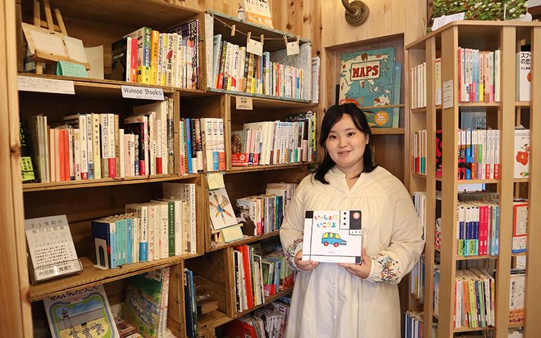 せんぱくBookbase店長の絵ノ本桃子さん(写真撮影/甲斐かおり)