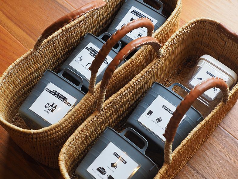 各部屋に置かれているごみ分別ボックス。チェックアウトの際に利用者自ら分別を行う(写真撮影/藤川満)