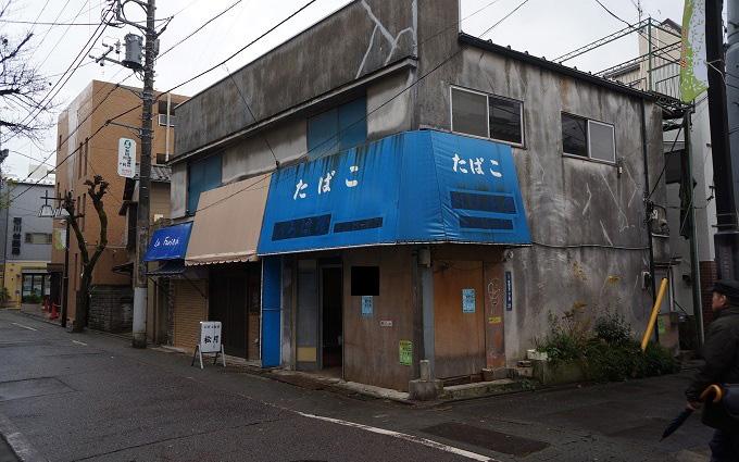 「商い暮らし不動産」と「カフェいろは堂」が入る店舗付き住宅の改装前の様子(写真提供/G.U.style)