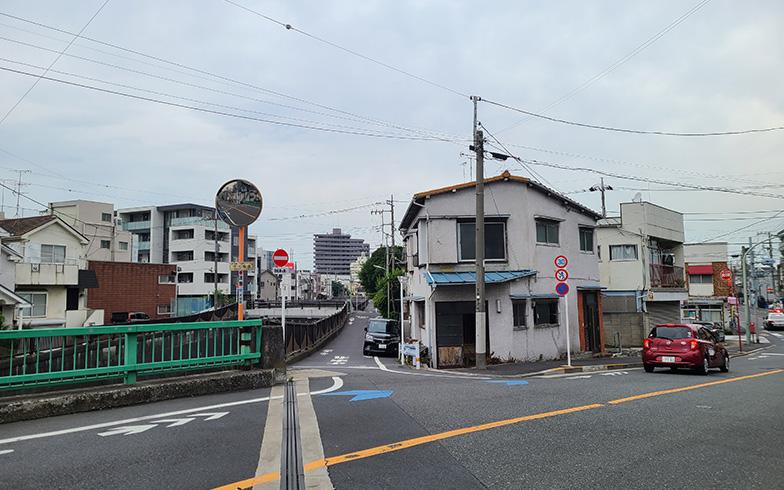 「商い暮らし不動産」が移転予定の、大田区池上にある三角角地の建物(写真提供/「商い暮らし」)