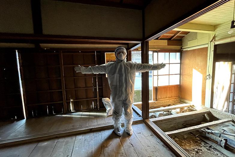 「壁や床の裏側がどうなっているかなどを知ることができるいい機会」と、自ら空き家改修を進めている(写真提供/浅井さん)