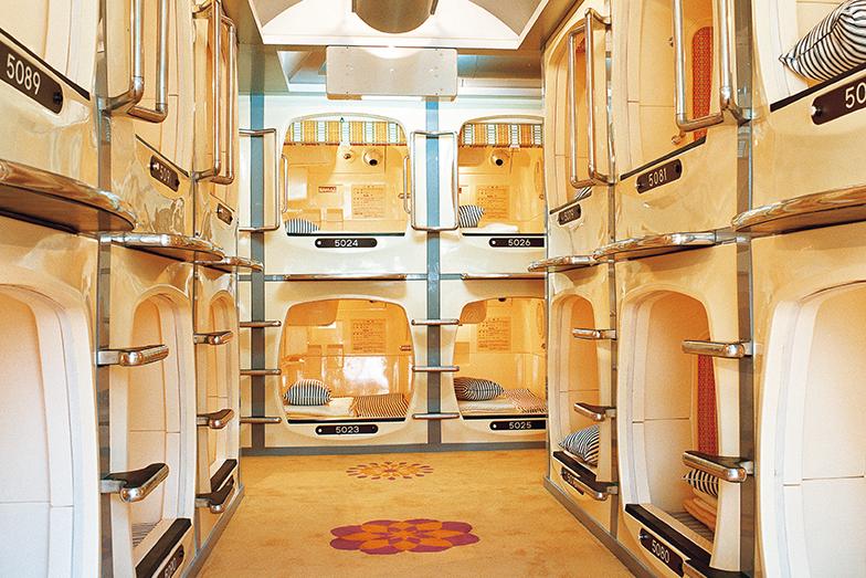 カプセル・イン大阪1979年 FRPのカプセルベッドはコトブキシーティング(画像提供/カプセル建築プロジェクト)