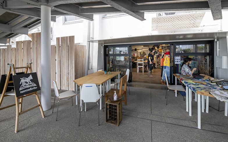 2階部分はもともと住戸でしたが、リニューアルにともなって小さな店舗になっています。「職住融合」のひとつですね(写真撮影/桑田瑞穂)