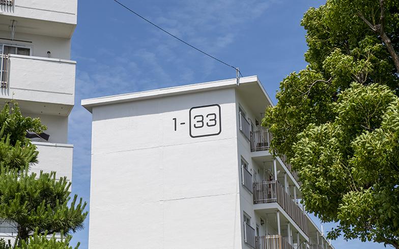 外壁はより白く、おなじみの棟番号も見やすく(写真撮影/桑田瑞穂)
