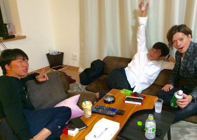 ローソファは徳井さんとメルカリで選び、テーブルは小沢さんとドン・キで購入
