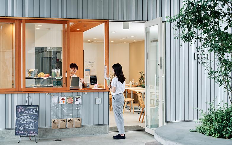 東小金井にある「MA-TO」のシェアキッチンは現在16店舗がシェアしており、すでに満員。イートインスペースもある(写真撮影/本浪隆弘)