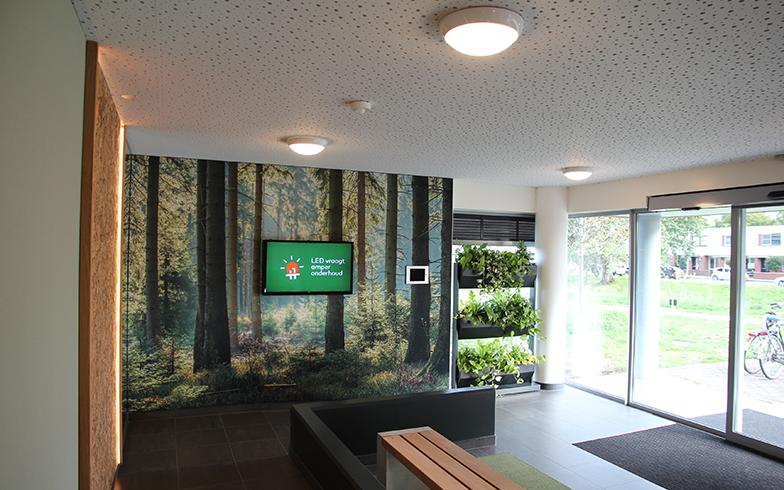 通称「緑のエントランス」と呼ばれているマンションの1F玄関部分©(写真提供/Vesteda)