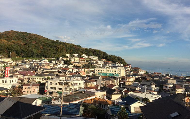 六甲山全山縦走の西側の起点でもある旗振山を望む(写真撮影/森本アリ)