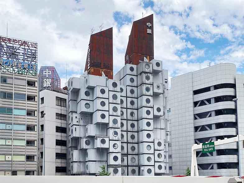 東京都・銀座8丁目に建つ中銀カプセルタワービル。2022年に取り壊される予定だ(写真撮影/村島正彦)