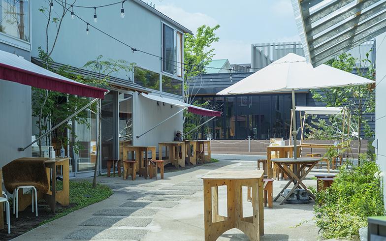 開放感に満ちた中庭を囲むように店舗が並ぶ(写真撮影/相馬ミナ)