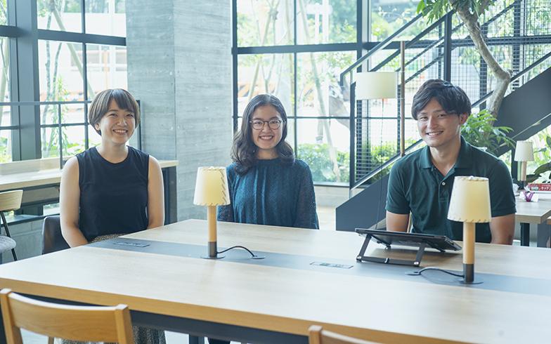 左から江口未沙さん(25歳)、州崎玉代さん(21歳)、岩田健太さん(27歳)(写真撮影/相馬ミナ)