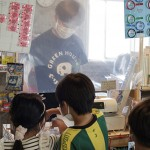 閉店危機の駄菓子屋を受け継いだ理由は「心揺さぶられる光景」。生まれ育った町田山崎団地に子ども達の居場所を
