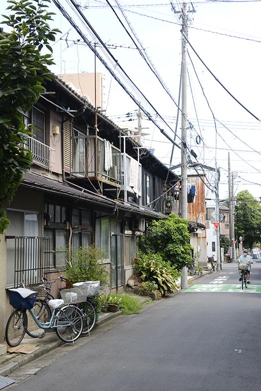 至るところにある長屋はすべて関東大震災後に大工衆「越後三人男」が建てた築約100年のもの(写真撮影/内海明啓)