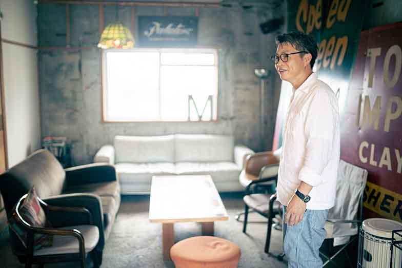 ミナトバラックスの共用スペース。漆原さんがDIYで改修した(写真撮影/ヒロタケンジ)