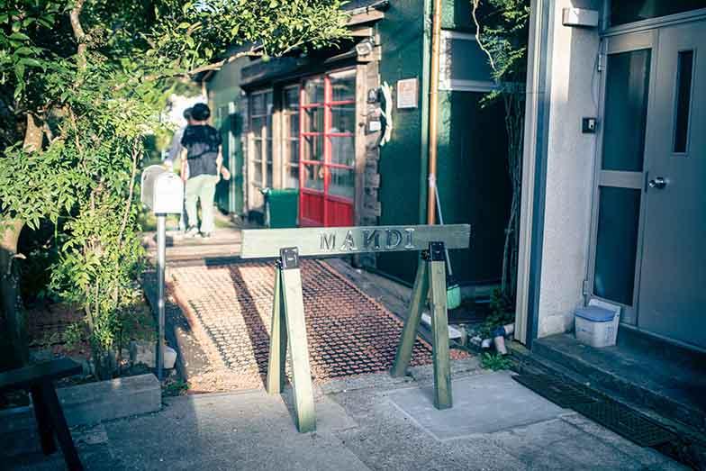 庭の緑がきれいな、カフェ&ガーデン「MANDI」(写真撮影/ヒロタケンジ)