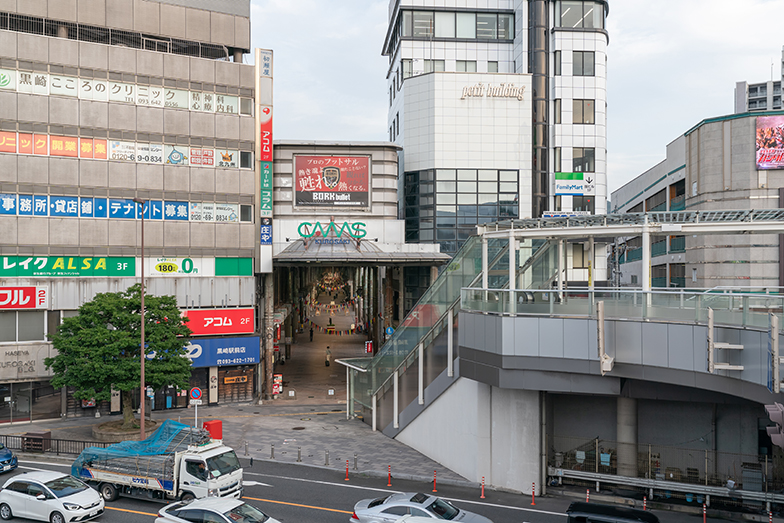 JR黒崎駅からアーケードまでは雨に濡れずに移動できて便利(写真撮影/加藤淳史)