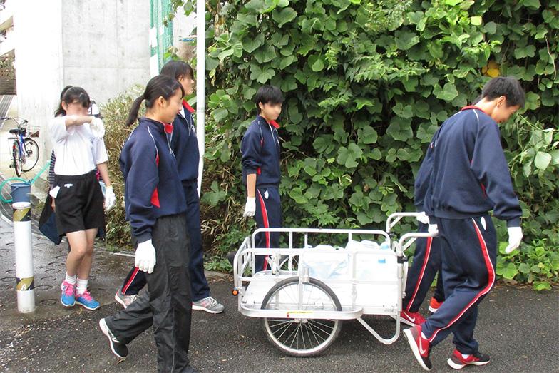 地元の中学生が参加し、防災井戸から水を運ぶ、運搬訓練をするそう(写真提供:東千葉地区自治会連絡協議会)